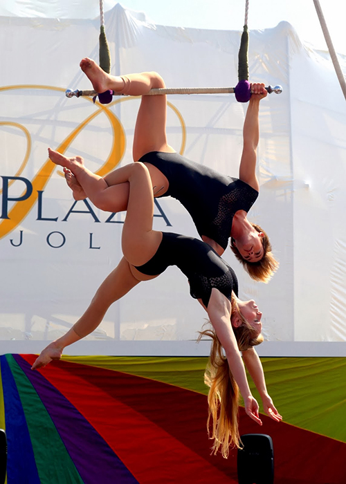 Duo Trapeze act with Kelsey and Nicole