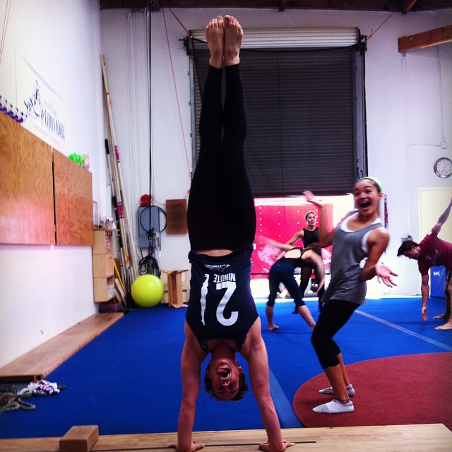 Kelsey Saake – Two Minute Handstand